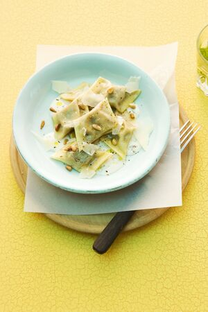 pignons de pin: Tortellini with aubergines and pine nuts