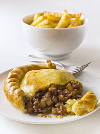 pasty: Beef pasty with french fries (England) LANG_EVOIMAGES