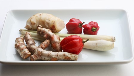 galangal: Turmeric roots, galangal, lemongrass and chilli Peppers LANG_EVOIMAGES