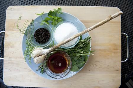 petroselinum sativum: Ingredients for a Pork belly Brine LANG_EVOIMAGES