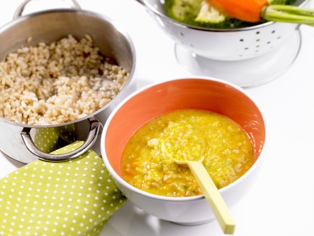 baby rice: Rice with broccoli and carrots (baby food)