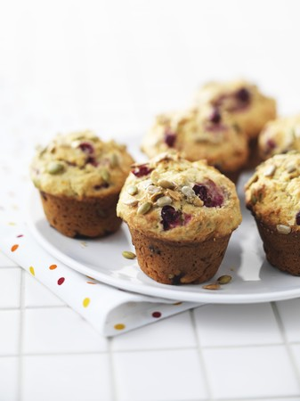 vaccinium macrocarpon: Cranberry muffins with sunflower seeds