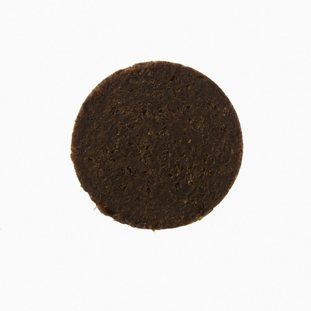 pumpernickel: A slice of pumpernickel LANG_EVOIMAGES