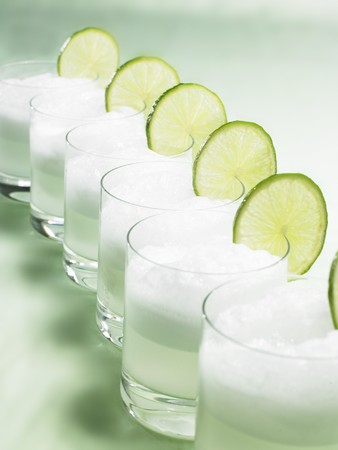 Drinks with ice cubes and slices of lime LANG_EVOIMAGES