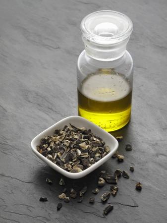 symphytum officinale: Tritate radice di consolida e olio consolida