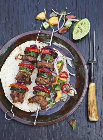 barbecues: Grilled pork kebabs with zucchini and peppers LANG_EVOIMAGES