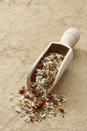 petroselinum sativum: Mediterranean spiced mixture in a wooden scoop