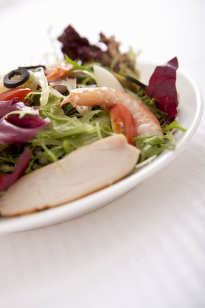 scamorza: Mixed leaf salad with prawns and scamorza