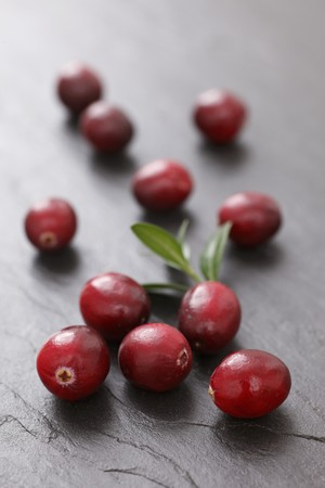 vaccinium macrocarpon: Cranberries on a slate surface