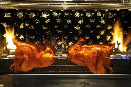 pollo rostizado: Pollo a la parrilla en un pesar LANG_EVOIMAGES