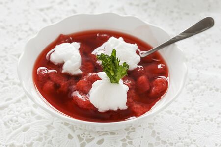egg white: Cold strawberry soup with egg white dumplings