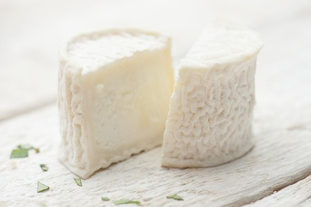 halved: Sheeps cheese, halved LANG_EVOIMAGES
