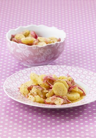 red onions: Potato salad with red onions