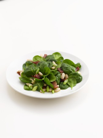 pine kernels: Spinach salad with bacon and pine nuts LANG_EVOIMAGES