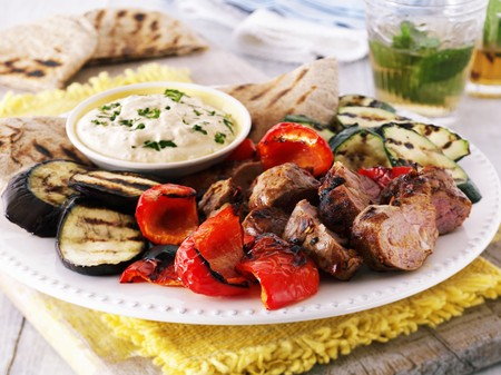 middle joint: Grill platter with lamb, peppers, aubergines, courgettes, a hummus dip and pita bread