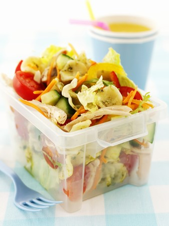tupperware: Pasta salad with chicken and vegetables to take away