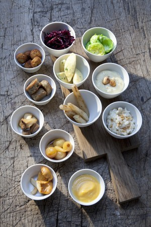 contorni: Contorni vari (verdure, salse, insalata)