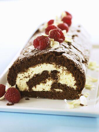 swiss roll: Chocolate Swiss roll with raspberries