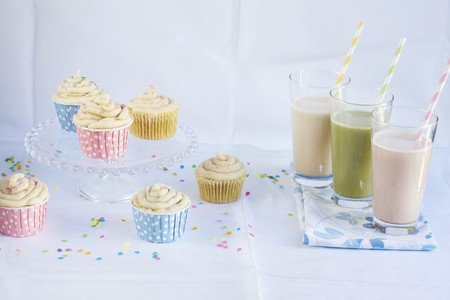 childs birthday party: Smoothies and cupcakes for a party