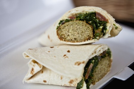 carne macinata: Greek wraps with minced meat and spinach