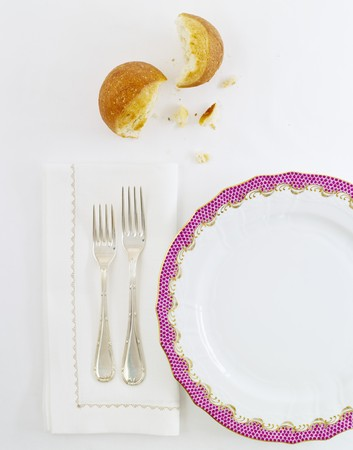 rimmed: Place Setting with White Linens, Purple Rimmed Plate and Bread LANG_EVOIMAGES
