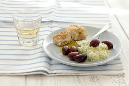 tzaziki: Tzatziki with kalamata olives (Greece) LANG_EVOIMAGES