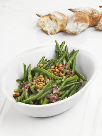 pine kernels: Green bean salad with pine nuts and red onions