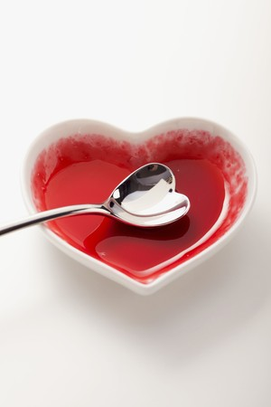 leavings: An empty heart-shaped bowl with a heart-shaped spoon LANG_EVOIMAGES