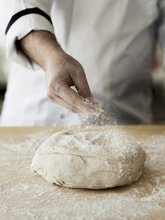 worktops: Fresh pizza dough being dusted with flour LANG_EVOIMAGES