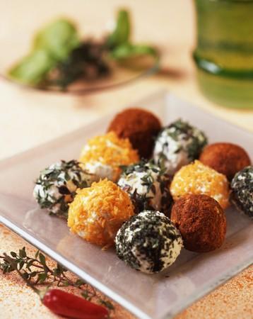 amuse: Bocconcini con la robiola (cream cheese balls, Italy)