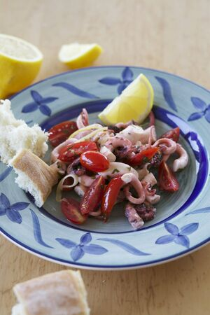 calamares: Octopus salad with tomatoes LANG_EVOIMAGES