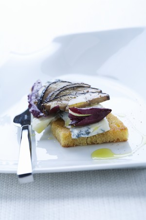 amuse: Cornbread crostini with Gorgonzola, radicchio and mushrooms LANG_EVOIMAGES