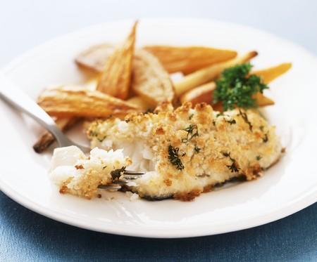filete de pescado: Filete de pescado con costra de hierbas y zanahorias asadas y chiriv�a