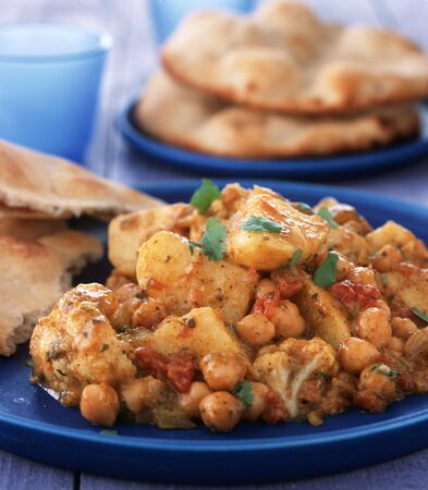 garbanzos: Patata al curry con coliflor y garbanzos