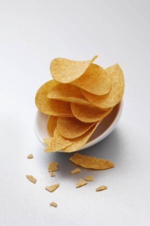 potato crisps: Potato crisps in bowls LANG_EVOIMAGES