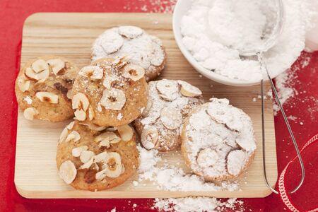 powdered sugar: Hazelnut cookies with powdered sugar