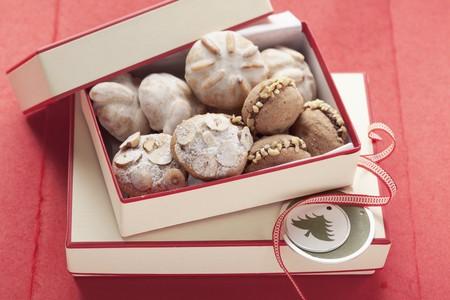 gifting: Surtido de galletas de Navidad en una caja para regalar