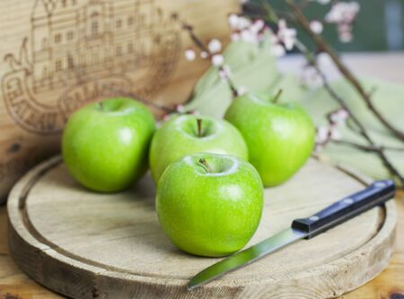 granny smith: Four Granny Smith apples