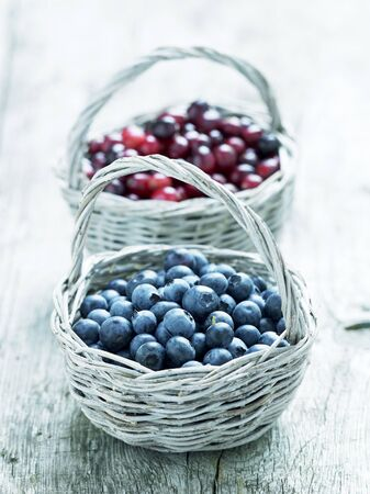 vaccinium macrocarpon: Blueberries and cranberries in baskets LANG_EVOIMAGES