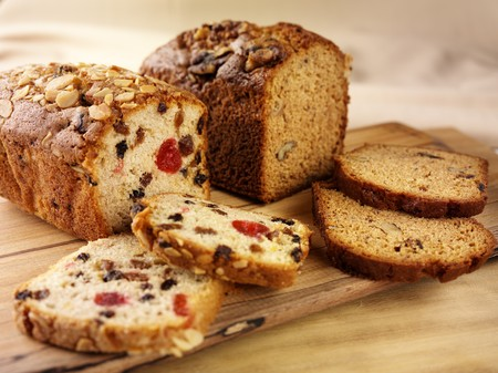 fruitcake: A fruitcake and a date and nut cake LANG_EVOIMAGES