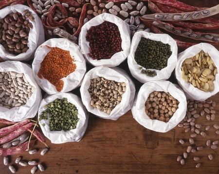 garbanzo bean: Pulses in white paper bags
