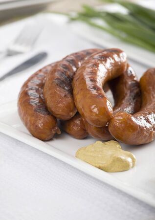 grilled sausages: Grilled sausages with mustard LANG_EVOIMAGES