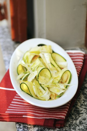 cocozelle: Courgette salad with spring onions an croutons LANG_EVOIMAGES
