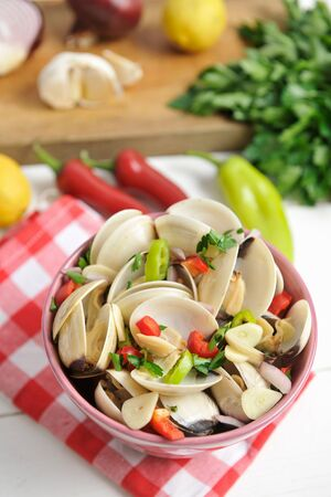 petroselinum sativum: Shellfish with chilli, garlic and parsley
