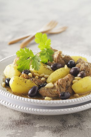 pine kernels: Lamb tagine with potatoes, olives and pine nuts