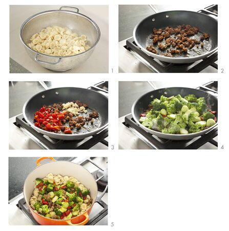 sautee: Passi per produrre pasta con terra Salsiccia e verdure saltate LANG_EVOIMAGES