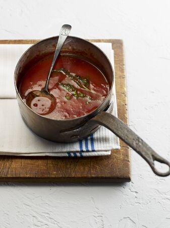 marinara: Marinara sauce in a saucepan