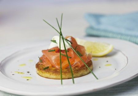 blini: Blini with smoked salmon, sour cream and chives