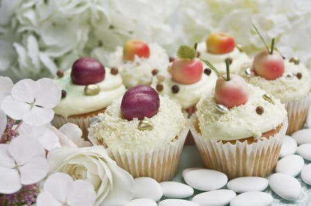 dragees: Cupcakes decorated with marzipan fruits and hortensia flowers
