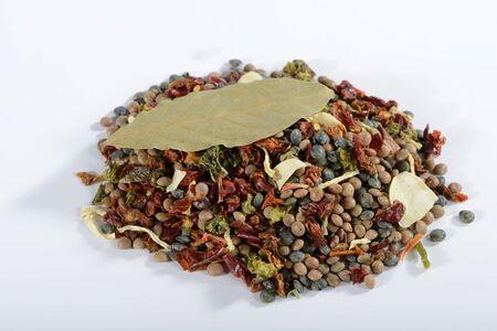 dried vegetables: Una mezcla de lentejas, verduras secas, hierbas y especias LANG_EVOIMAGES